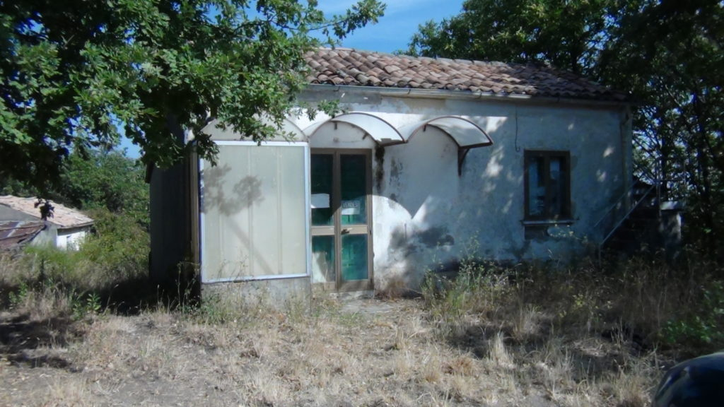Casa e terreno con bosco bbls group - Casa con terreno ...